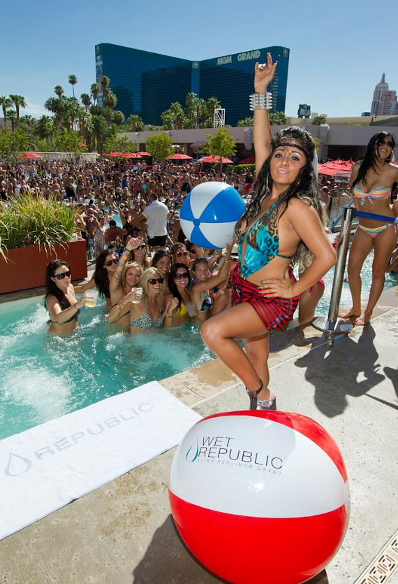 "Nicole ""Snooki"" Polizzi of Jersey Shore parties at Wet Republic"