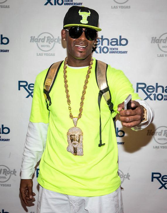 R. Kelly arrives at REHAB Pool Party at Hard Rock Hotel & Casino in Las Vegas