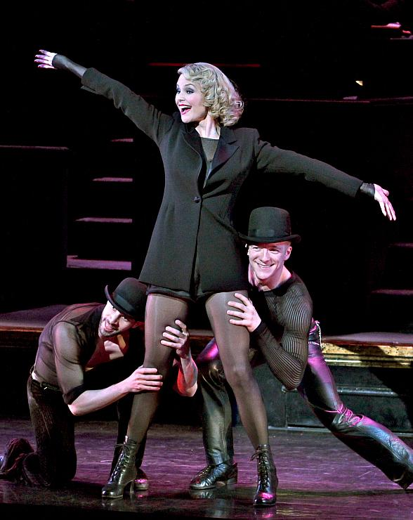 """Legendary Supermodel and Actress Christie Brinkley to Star as Roxie Hart in the Record-Breaking Musical """"Chicago"""" at The Venetian Resort Las Vegas April 10-14"""