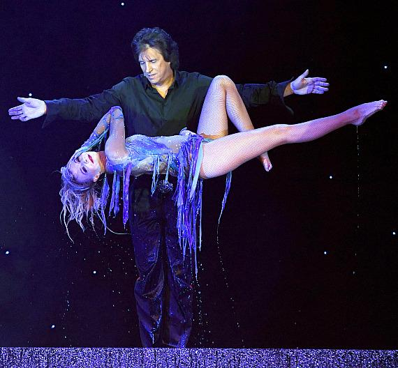 Greg Gleason in Masters of Illusion at Bally's Las Vegas_credit Ethan Miller for Masters of Illusion Las Vegas