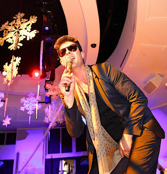 Robin Thicke performs at Bagatelle LV NYE Gala