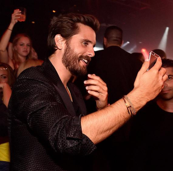 Scott Disick takes a selfie at 1 OAK