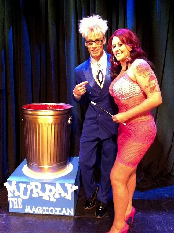 Murray poses with female guest on TLC's 'What Not To Wear'