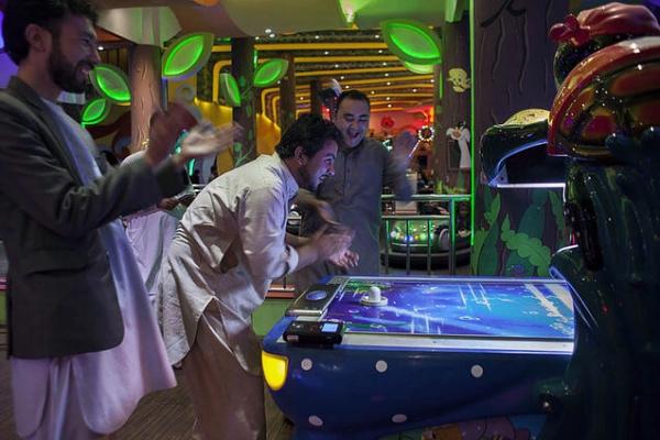 Arcades.One-of-a-Kind Wedding