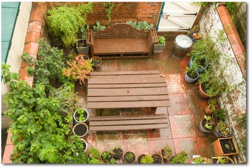 vertical patio garden idea