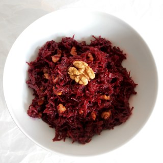 Rote Rüben Salat mit Walnüssen / Beetroot salad with walnuts