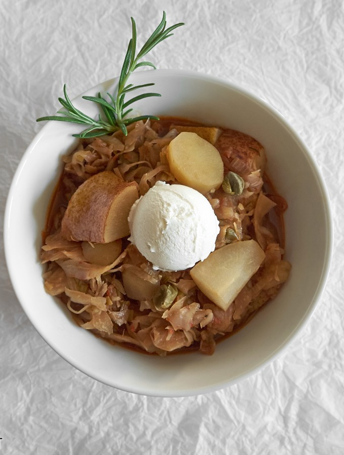 Kraut, Kartoffel und Birnen mit Ziegen-Frischkäse / Shredded Cabbage with Potatoes, Pears and Chèvre