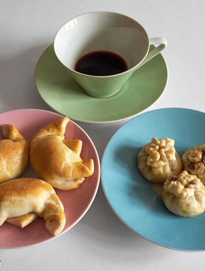 Nussbeugel (Mohnbeugel) à la Grossmutter – mit orientalischer Variation / Walnut (or poppy seed) Turnovers Grandma Style – With Oriental Variation