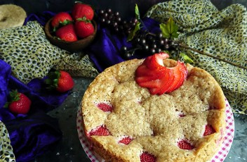 Eggless Double Strawberry Cake recipe by www.vegetariantastebuds.com