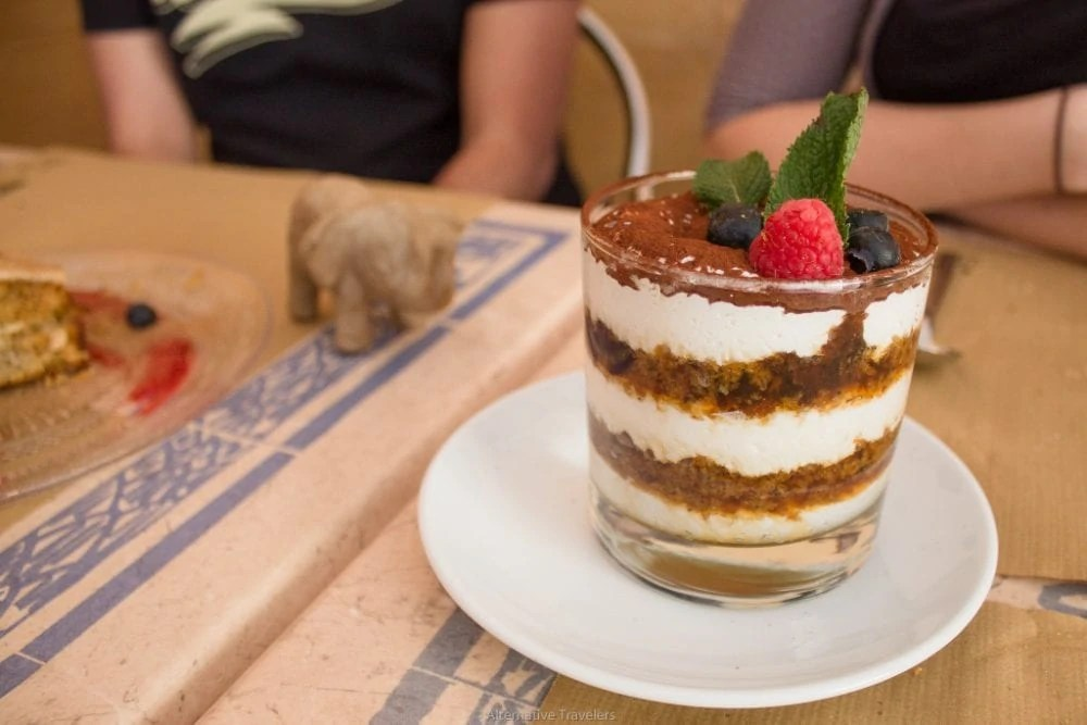 best vegan desserts in madrid - vegan tiramasu