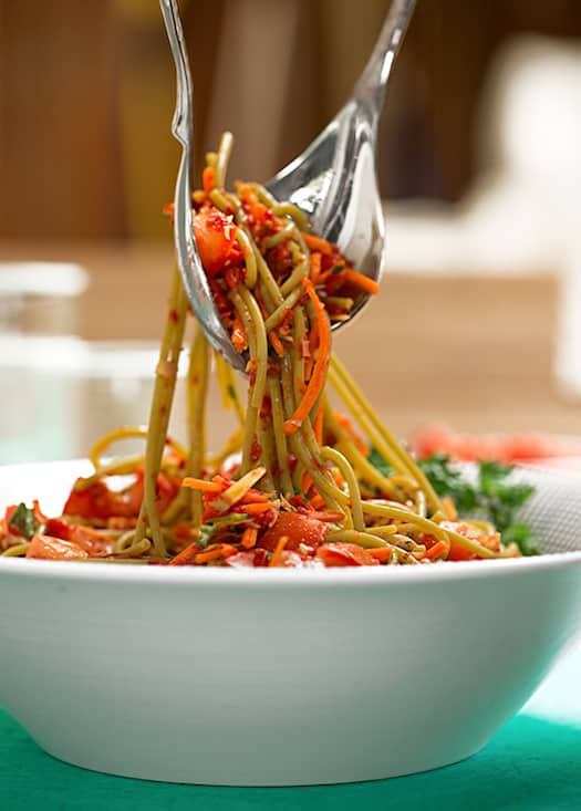 Linguine salad with artichokes and red peppers