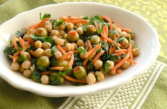 Chickpea salad with olives and parsley