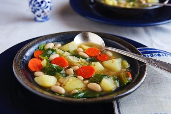 Italian-Style Potato and Escarole Soup recipe