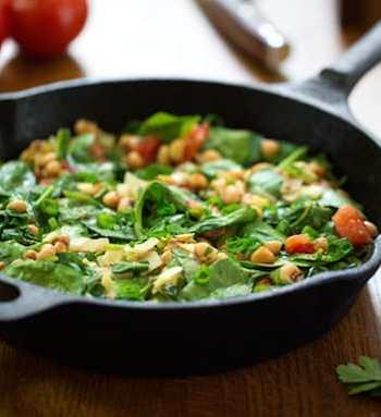 Black-eyed peas wih spinachand herbs
