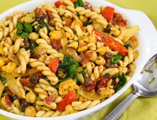 Curried Pasta with Spinach and Chickpeas recipe