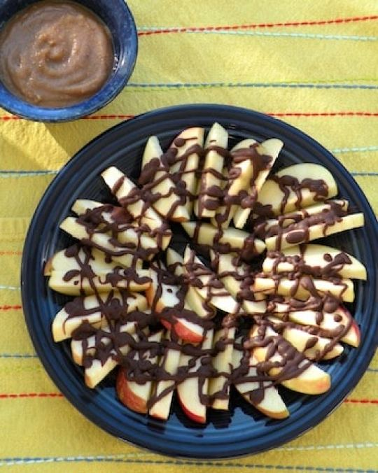Chocolate-drizzled apples