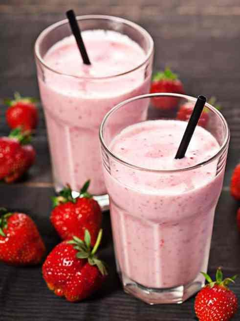 Strawberry vanilla maca smoothie