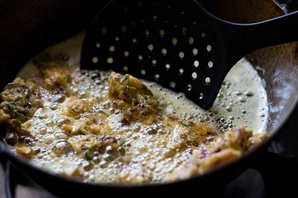 frying cabbage pakoda till golden