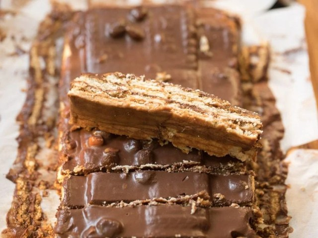 biscuit cake recipe, no bake chocolate biscuit cake recipe, glucose biscuit cake recipe