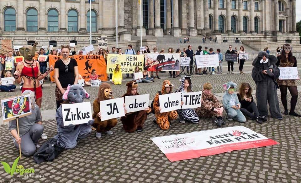 فريق حياة نباتية\برلين بمظاهرة ضد استغلال الحيوانات في السيرك