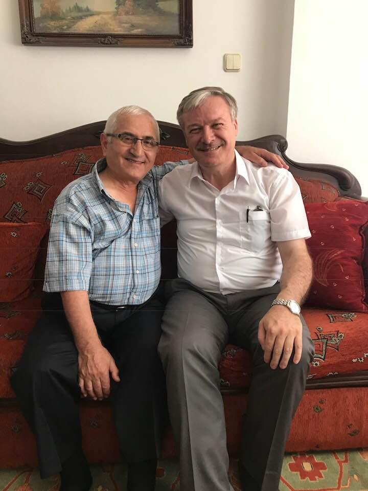 Enver Akın hocamı Sakarya Söğütlü ilçesindeki evinde ziyaret ettim. Eski günleri yad ettik.