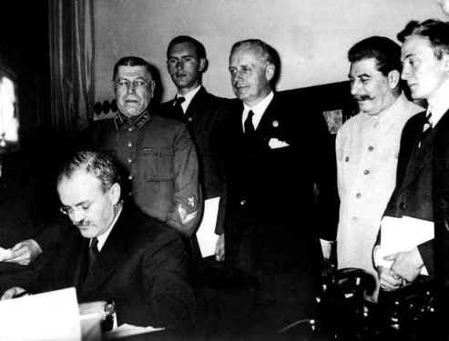 ribbentropstalinmolotov-firma-patto-non-aggressione-tra-Germania-e-Unione-Sovietica