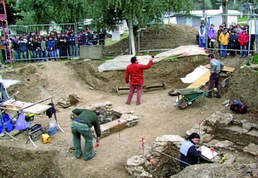bardolino i bambini visitano sito archeologici a chiesa san pietro