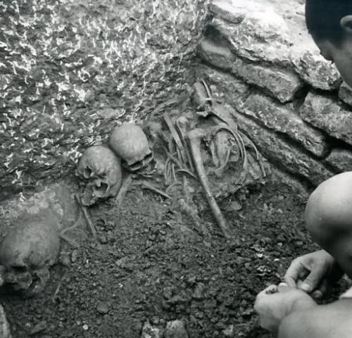 Verona: scheletri umani trovati durante i lavori in Corso Cavour nel 1998 (Via Postumia)