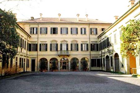 Interni Di Villa San Martino : Silvio berlusconi la villa san martino di arcore e la legge del