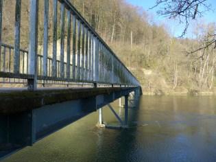 Hier fliesst die Töss in den Rhein.