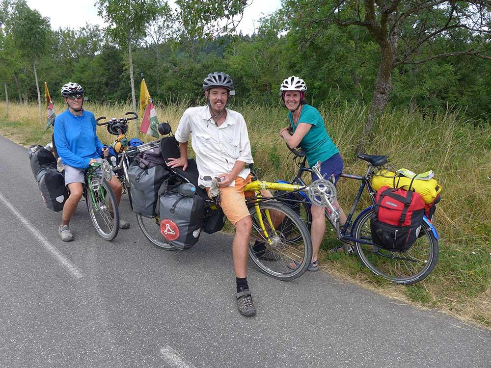Begegnung unterwegs im Burgund im Sommer 2015: Zita und Arpi aus Ungarn, unterwegs auf einer vierjährigen Hochzeitsreise.