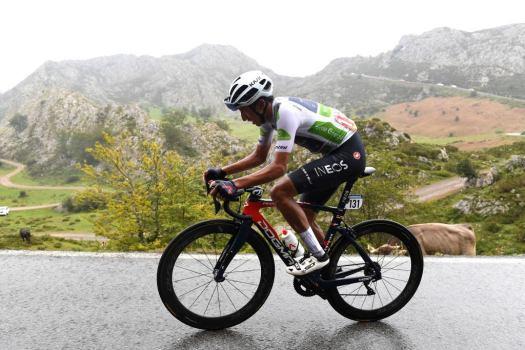 Vuelta a España: Egan Bernal goes big but comes up short with mountain raid