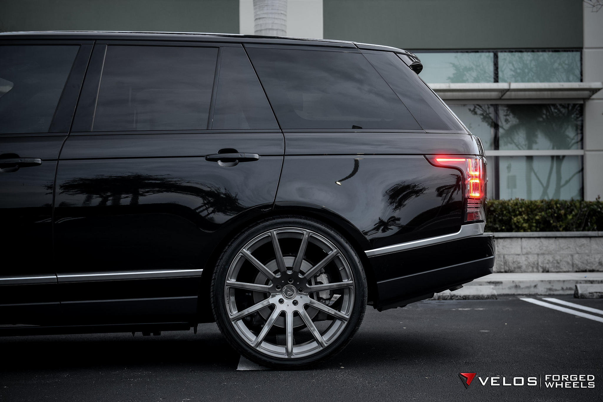 Range Rover Supercharged Full Size on Velos S2 Wheels VELOS