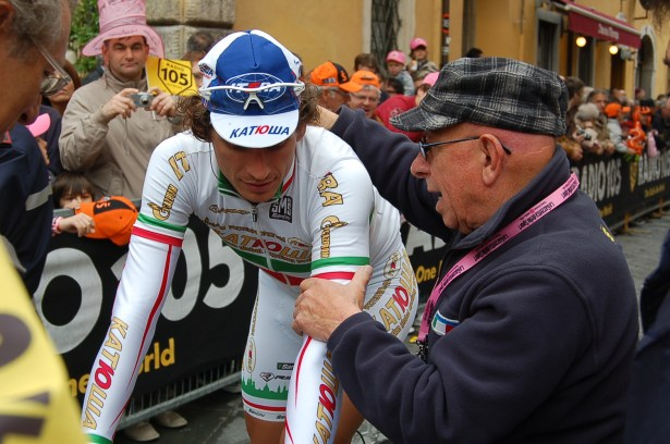 Pippo in the start village, heading for signing on. Looks great, doesn't he?