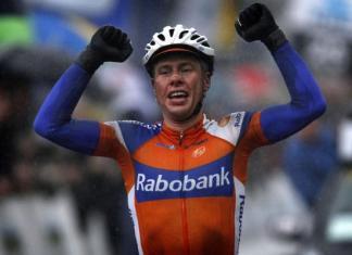 Langeveld takes Het Nieuwsblad in a close sprint.