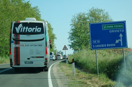 We're en route the partenza at Orvieto, latched on to the Vittoria neutral service convoy.