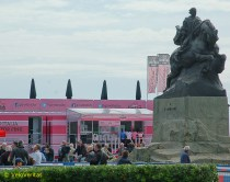 Savona sea front, Giuseppe Garibaldi surveys the scene from his horse - he's not sure about all this pink and noise.