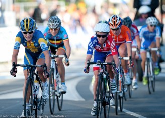 Emma Pooley tried to bridge the gap but the Dutch woman were just too strong.