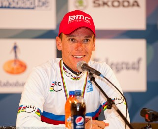 Phil's all smiles as he tells the journalists that the weight of the jesey won't be felt until the Giro diLombardia.