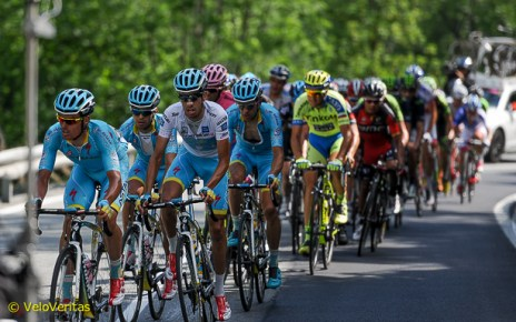 Astana mass at the front. Photo©Martin Williamson