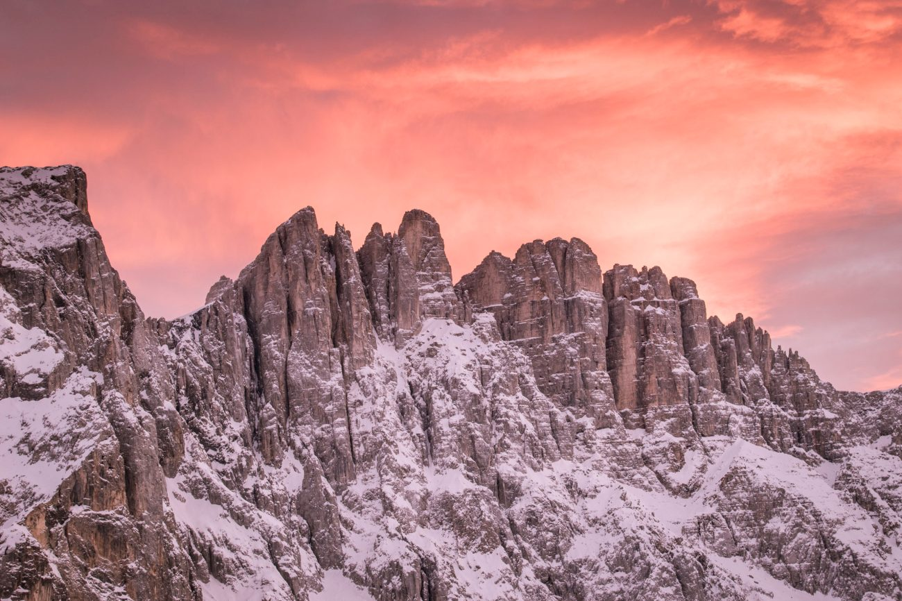 Latemar-Nahaufnahme-rote-Wolken-Sonnenuntergang