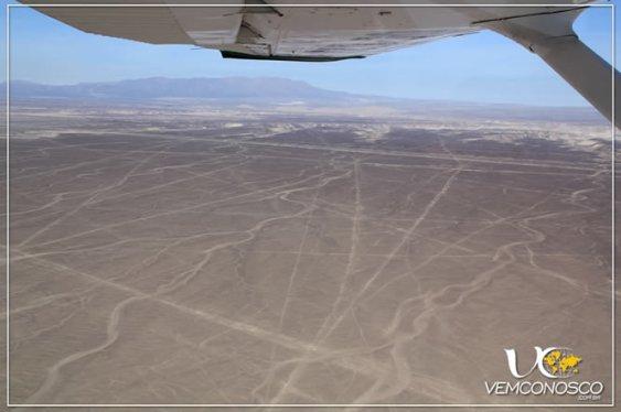 Deserto de Nazca e linhas a perder de vista