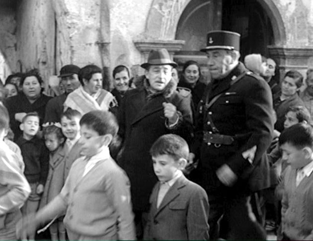 Toto' e Fernandel in via Plebiscito
