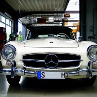 "Mercedes-Benz 300 SL: The legendary ""Gullwing"" of the 1950s"