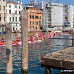 """Sonntag die Wasserparade Drachenboot """"Frauen in Pink"""""""