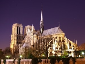 Notre_Dame_de_Paris_by_night_time