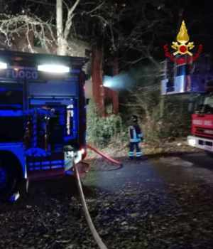 Incendio in una casa in attesa di demolizione a Marghera