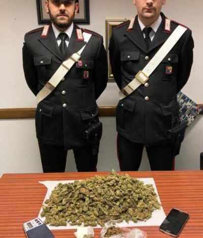 Giovane pusher trovato con un kilo di marijuana