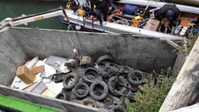 Gondolieri sub recuperano un motore marino nel Rio dei Santi Apostoli