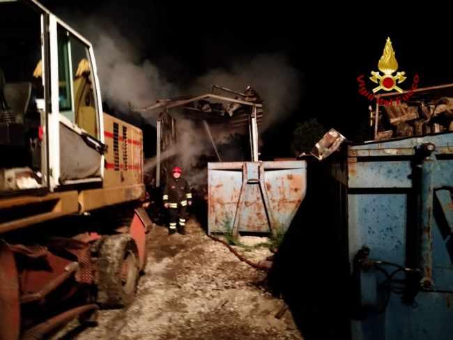 incendio pianiga ditta smaltimento rottami